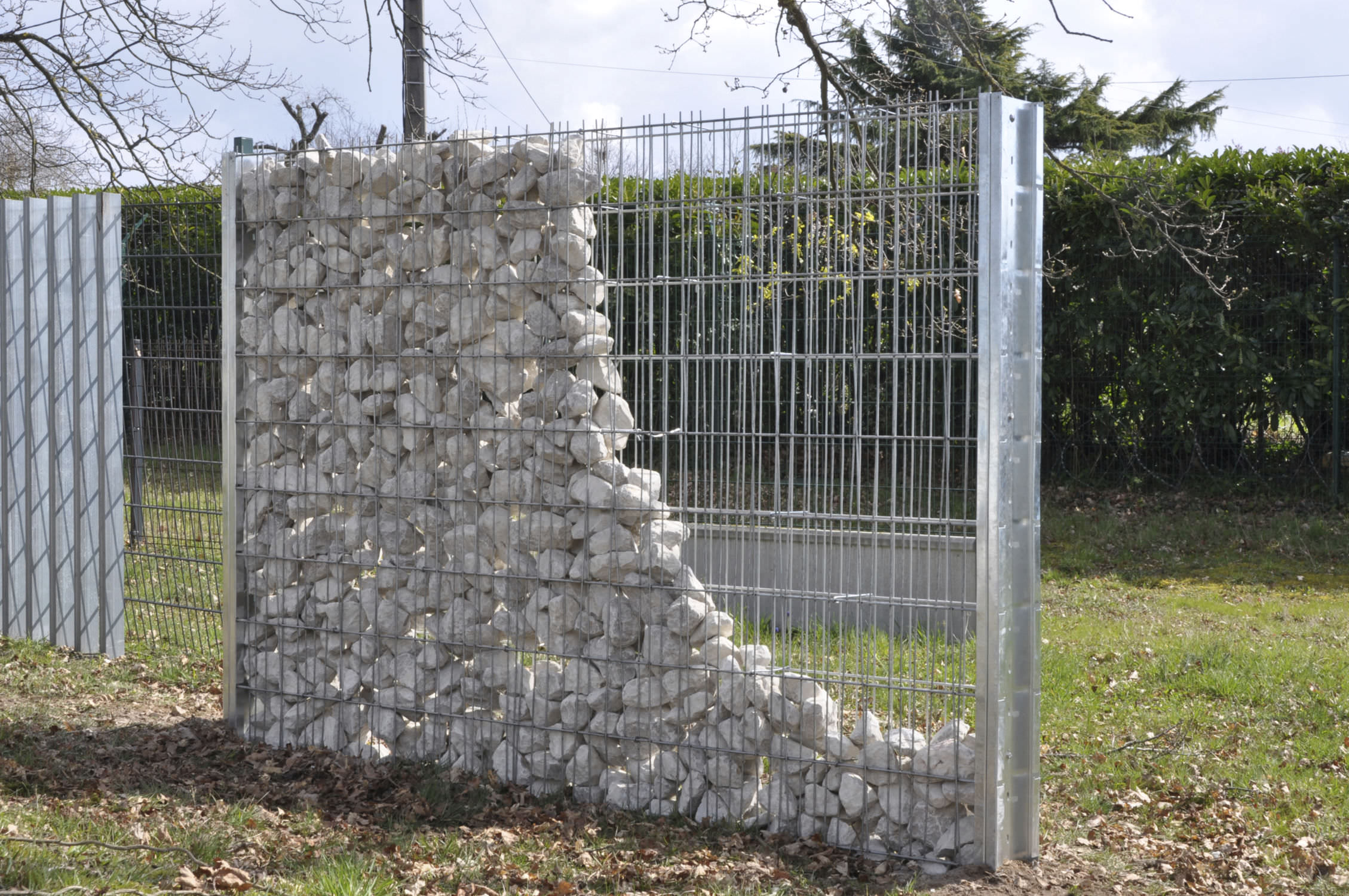 mur en gabion. Black Bedroom Furniture Sets. Home Design Ideas