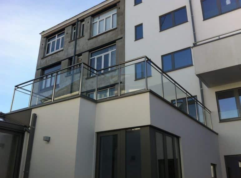 La balustrade vitr e l 39 atout esth tique de votre maison for Balustrade mezzanine fort de france