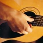 Quelle est la composition d'une guitare acoustique ?