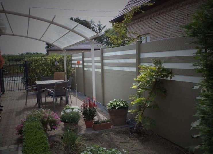 une palissade dans le jardin pour se prot ger des voisins. Black Bedroom Furniture Sets. Home Design Ideas