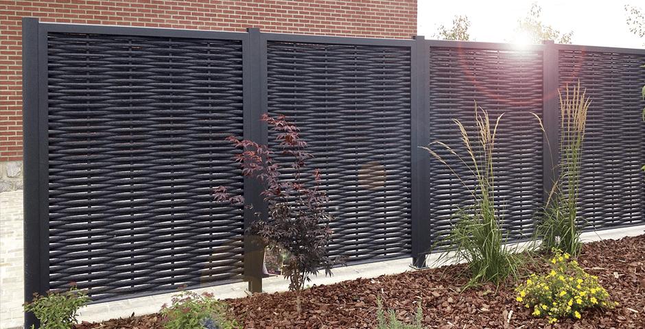 Améliorez le confort de votre jardin avec des palissades en bois ...