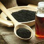 L'huile de nigelle pour prendre soin des cheveux et lutter contre la calvitie