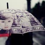 Des tongs et des parapluies publicitaires pour l'été