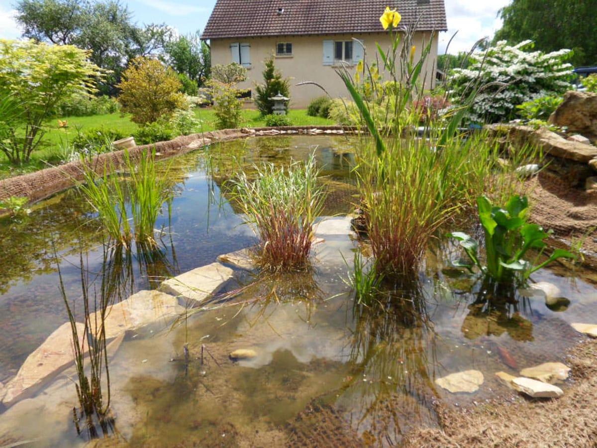 Comment installer facilement un bassin de jardin tendance ?