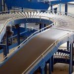 Solution de manutention : optez pour le convoyeur industriel