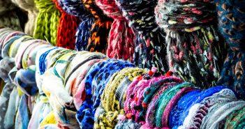 Écharpe, foulard, étole: quelles différences?