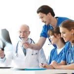 Utiliser internet et les réseaux sociaux pour recruter un médecin
