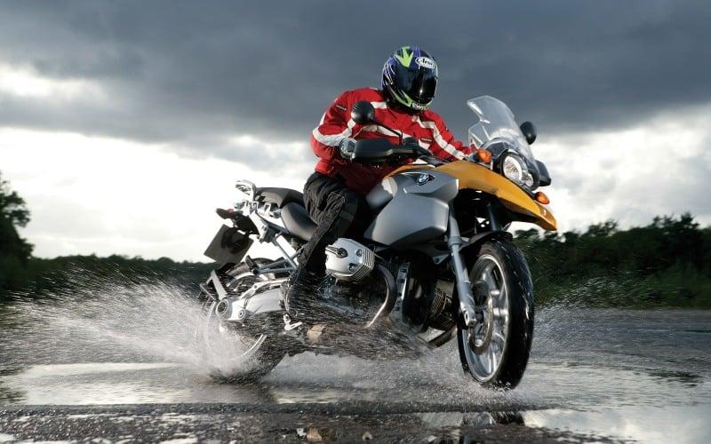 moto et pluie